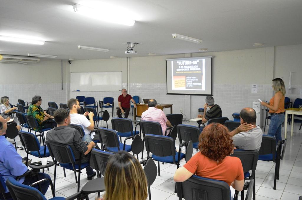 """Debate """"Future-se e os ataques aos servidores públicos: impactos nas universidades e resistências"""""""